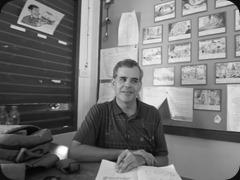 Teacher Mark grading notebooks in P6/1.