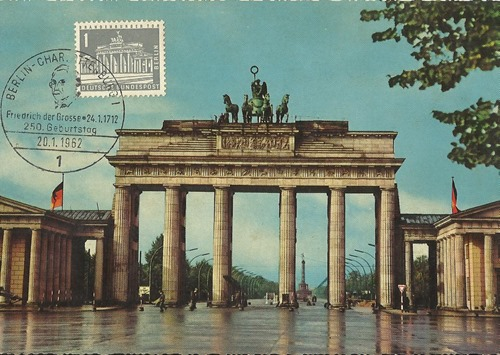 Berlin Wall Picture Post Card obverse