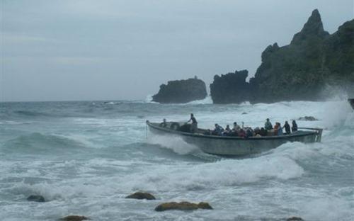 Pitcairn Island longboat